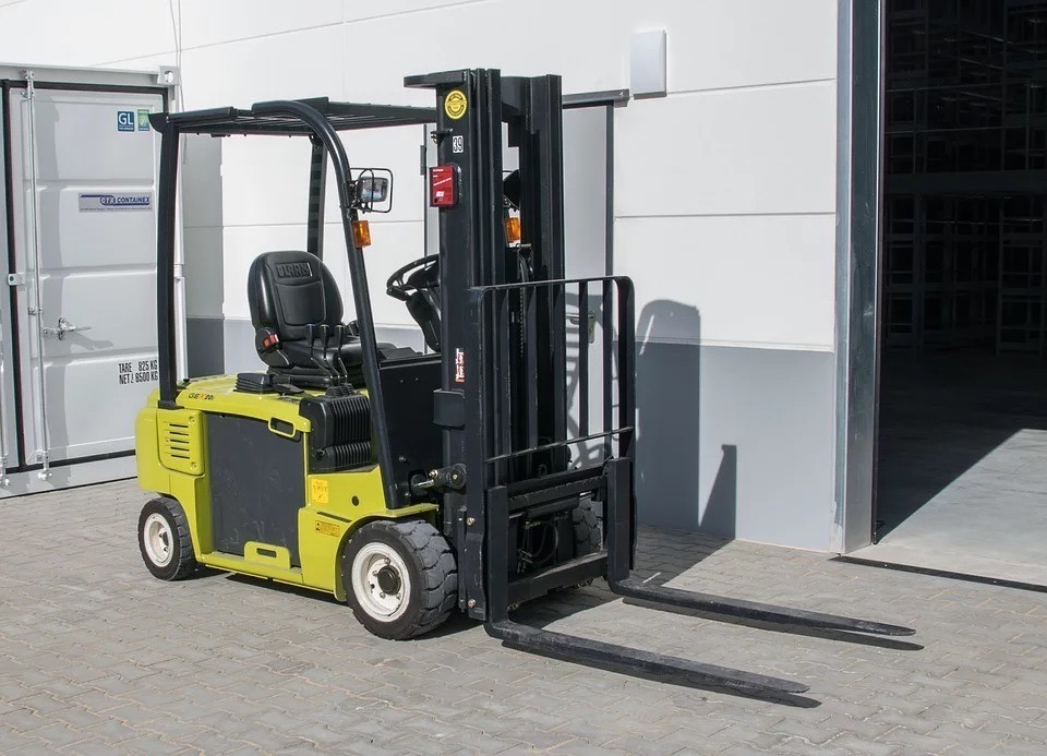Renting Forklifts & Why It May Be a Good Idea for Newer Companies